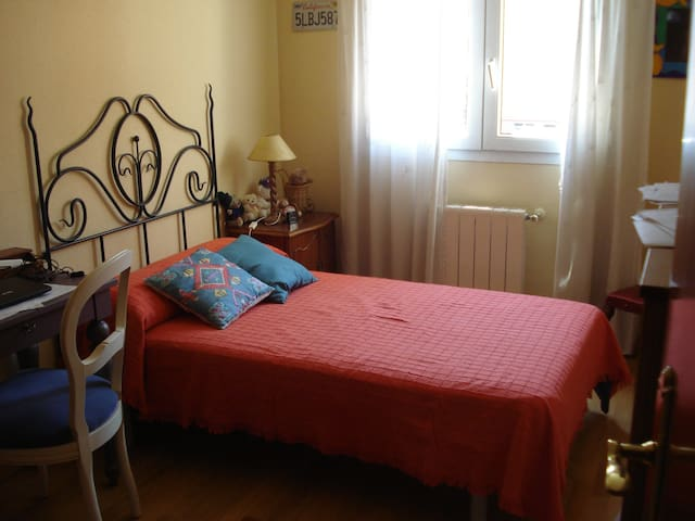 Individual bedroom in cozy flat. - Madrid - Apartamento