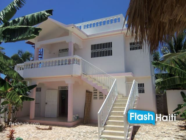 Located near Caribbean sea and with mountains view