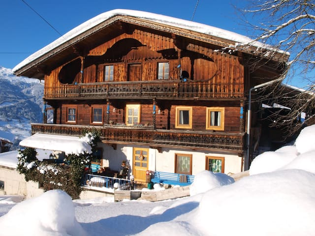 Bluebird Mountain Hut Zillertal - Gattererberg - House