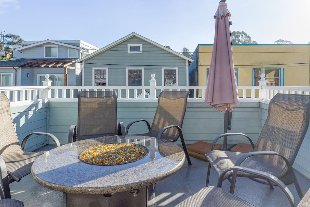 Hang out and sit by the fire on the 2nd story deck.