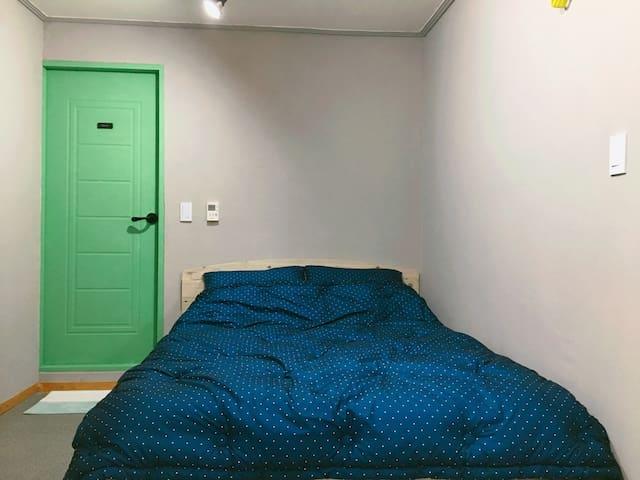 OPEN SALE!!!!! COZY PRIVATE ROOM !! Honey House 2