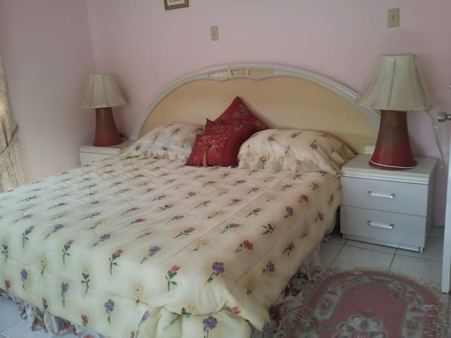 American King Size Bed , ensuite, bath and shower,  walk in closet