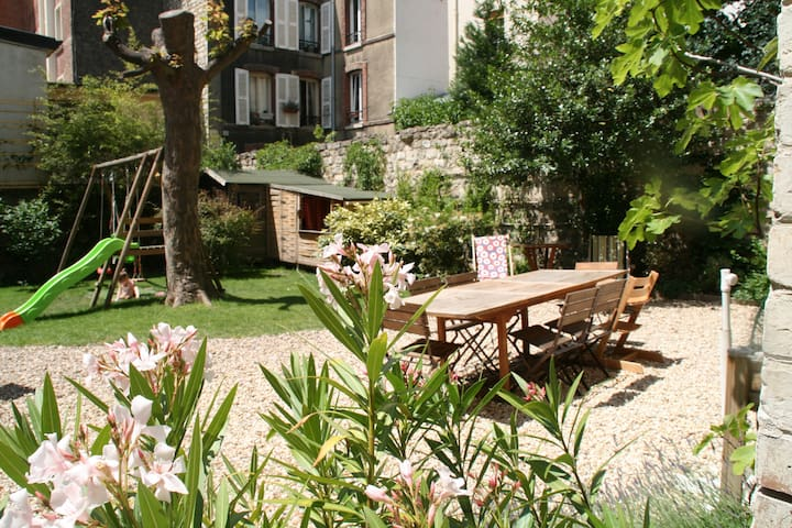 Quiet family apartment on private garden 7pers