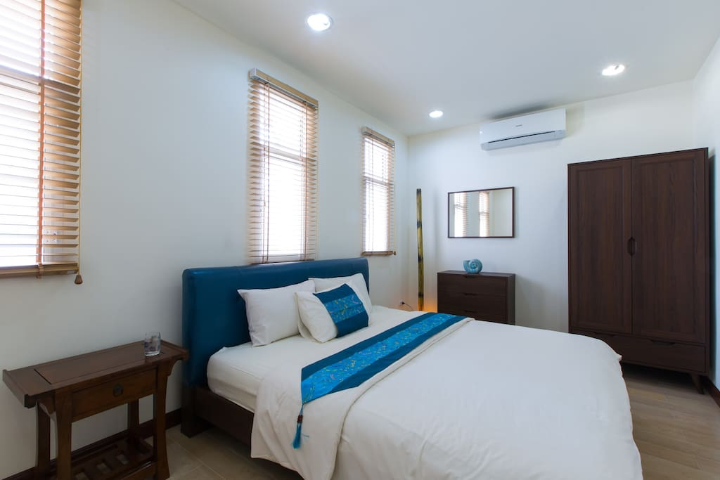 Bedroom 1 - with king-size bed