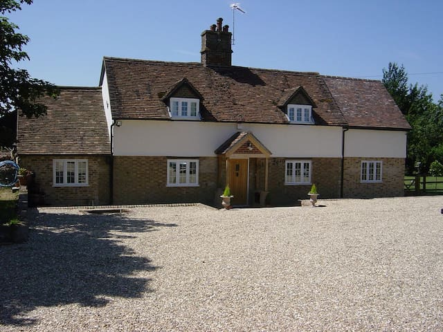 Folly Farm Bed & Breakfast - Tring - Bed & Breakfast