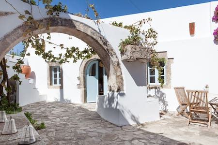 Magical centuries-old house sleeps6