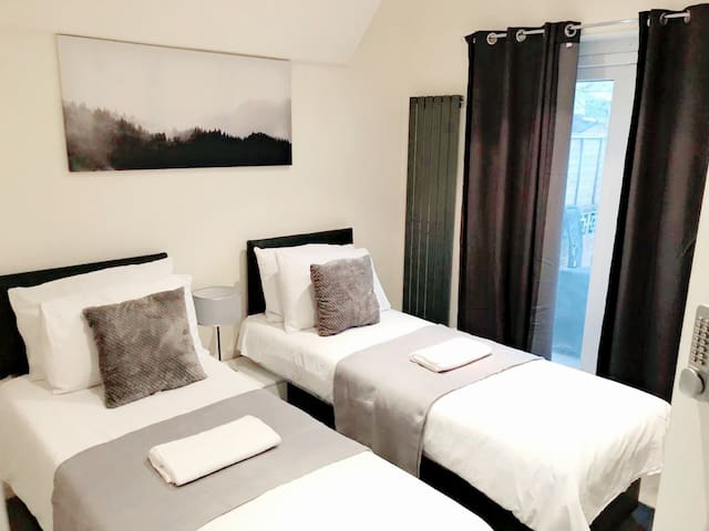Deluxe Twin/King Room with Garden view