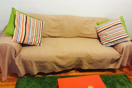 Comfy Couch in a nice/safe apt!