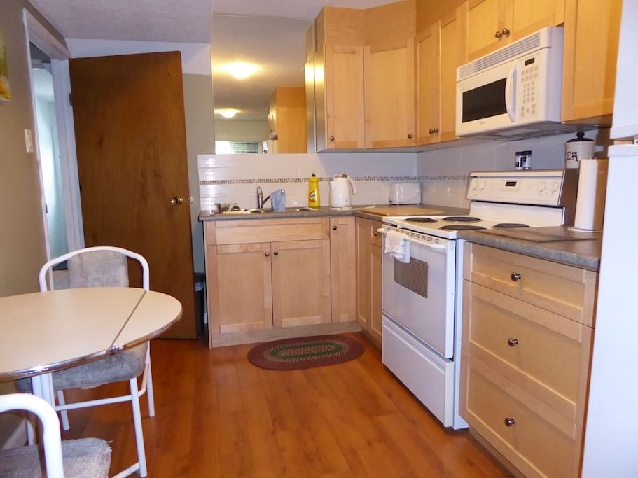 Fully equipped newer kitchen with full stove, large microwave, large fridge/ freezer...