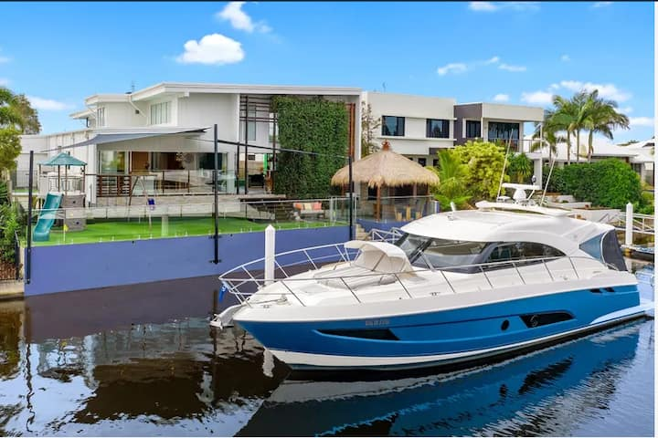 Exclusive Residence in Caloundra - Pelican Waters