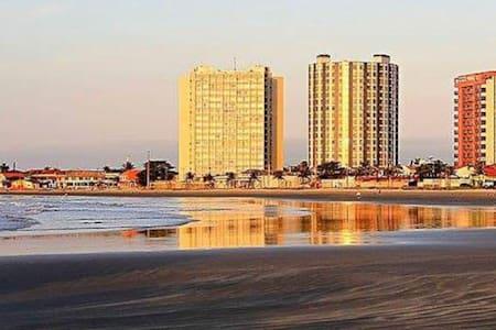 kitnet em frente a Praia dos Sonhos/SP