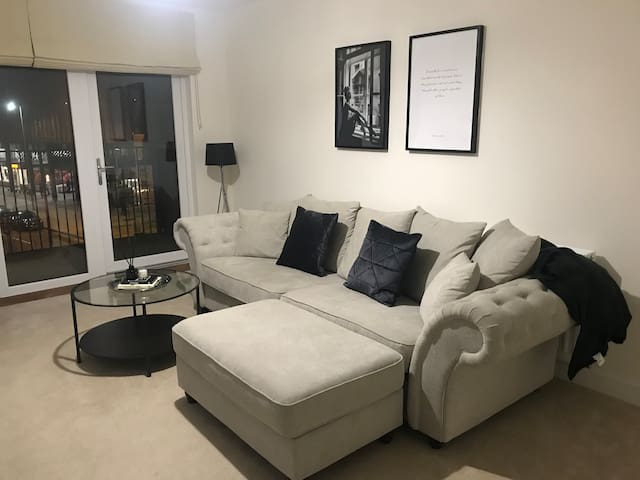 Modern newly built Apartment in Colindale