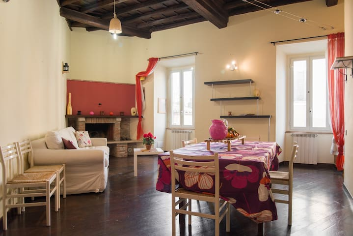 """""""Open space"""" nel centro storico - Bracciano - Apartment"""