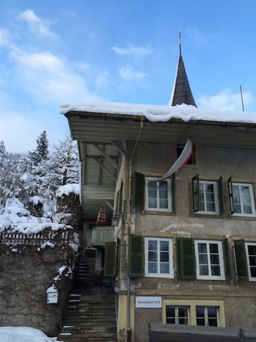 200 Year Old House, Interlaken - Erlenbach im Simmental - บ้าน