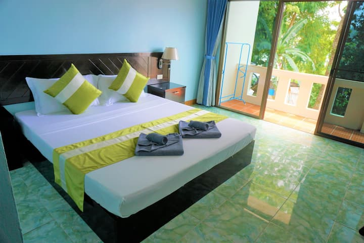 Cozy Villa Double room+Bacony+hill & pool view