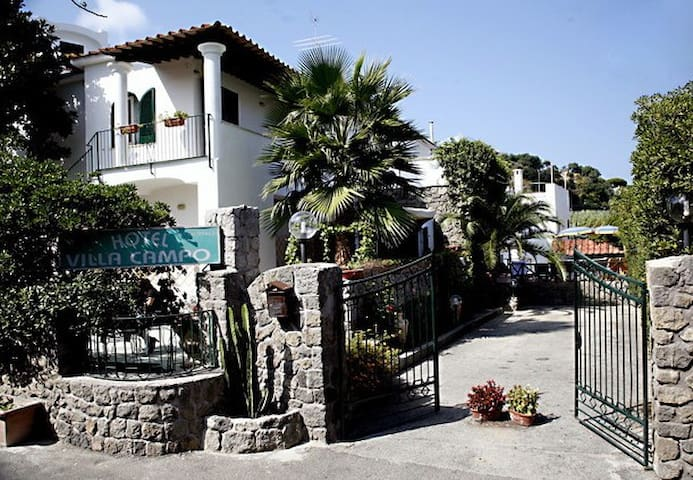 b&b close to the sea & thermae spa - Lacco Ameno - 家庭式旅館