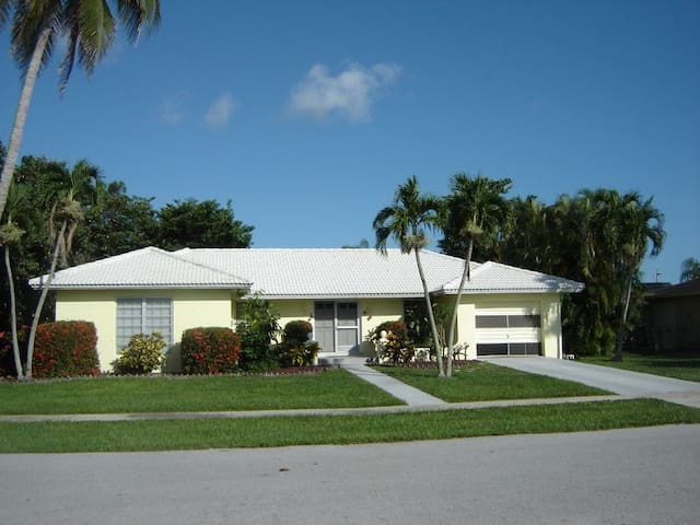 3brm 2 bth home with Private Pool - Marco Island - House