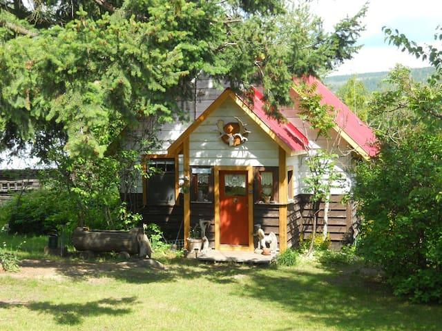 Bieris Paradise Guesthouse - Sicamous - Cottage