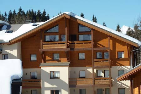Penthouse skiing and spa, Morillon