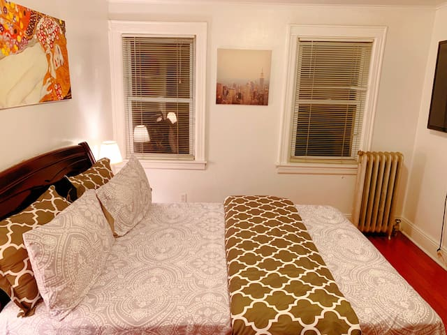 Affordable cozy private room in Fresh Meadows