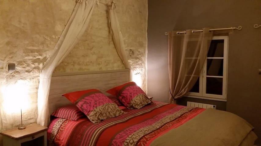 La Charmante,Domaine les Feuillants - Crouzilles - Bed & Breakfast