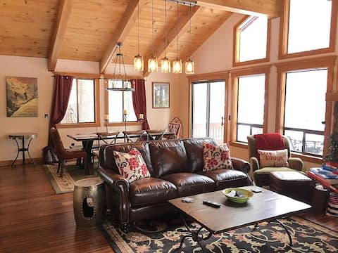 Charming Chalet-Style Cabin at Northstar