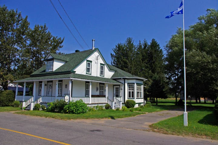 Maison de Campagne/Country house - Hérouxville - Casa