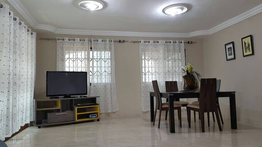 Luxury Three Bedroom Apartment  - Accra - Apartamento