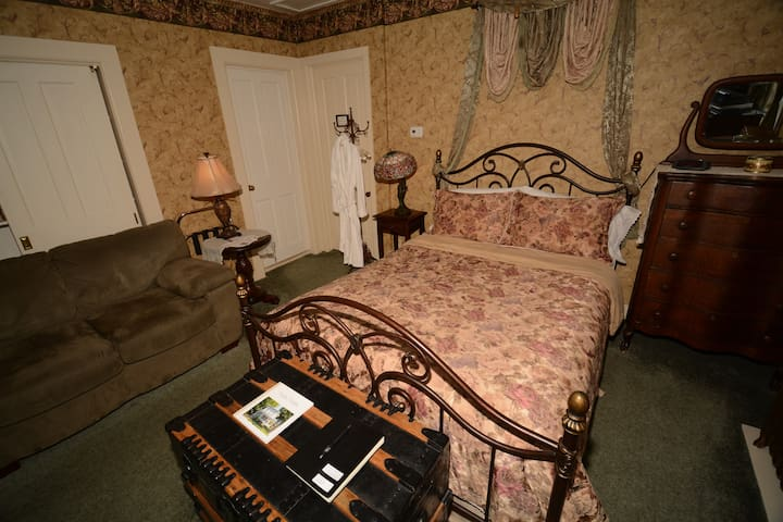 Parsonage Suite - Allegan - Penzion (B&B)