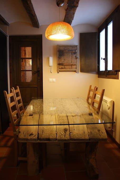 El comedo con la mesa de trillo