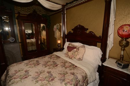 DeLano Suite - Allegan - Bed & Breakfast