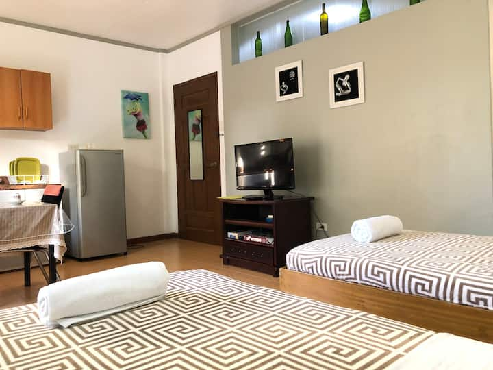 Napoville Suites clean and cozy rm1-6