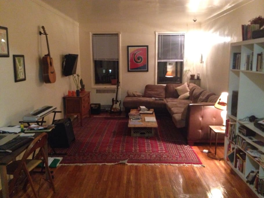 Shared living room with TV, large couch, books, wifi.