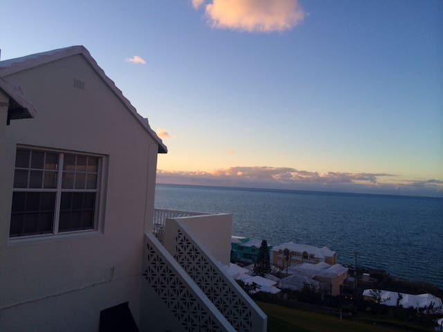 Getaway with Ocean Views - Devonshire, Bermuda - Apartment