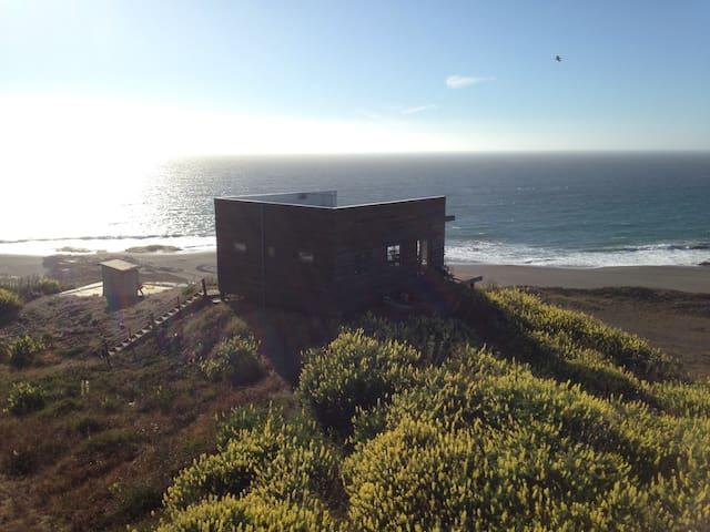 Casa Pacífica Curanipe frente a mar