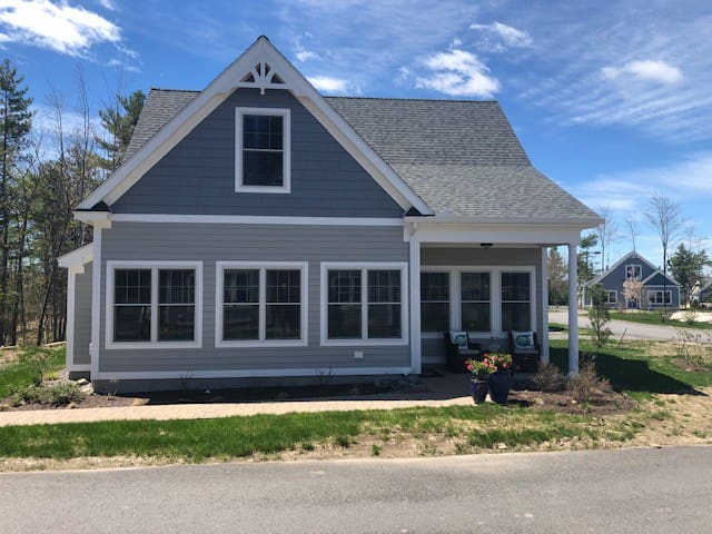 Arundel cottage in new community!
