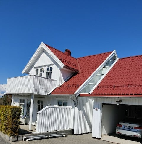 Idyllisk sørlandspreget hus ved Oslofjorden