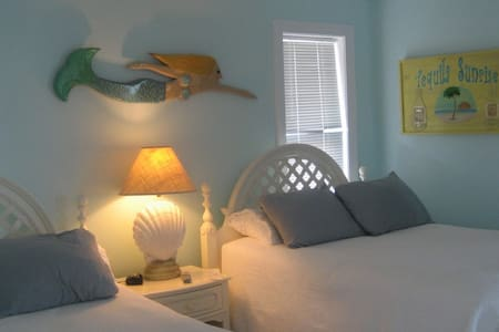 Mermaid Room at the Sandbar B&B - Nags Head - Bed & Breakfast