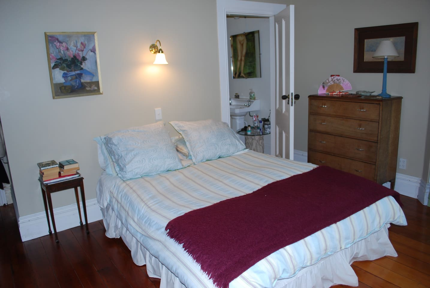 Large spacious room with ensuite and sitting area