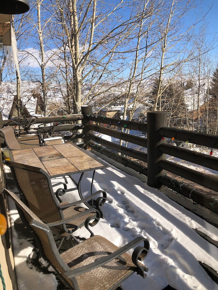 Make Mountain Memories!  Book One or Two rooms