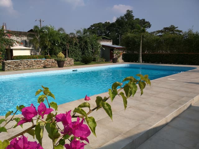 Amazing private villa, pool, tennis - Baliuag - Dom