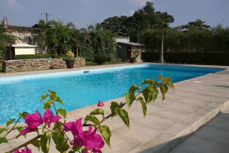 Amazing private villa, pool, tennis - Baliuag - Huis