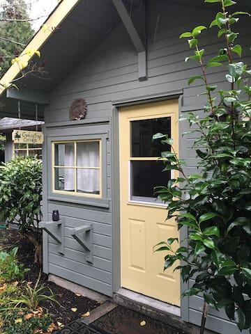 Stylish Lily Pond Cottage for Two - Tukwila - Talo