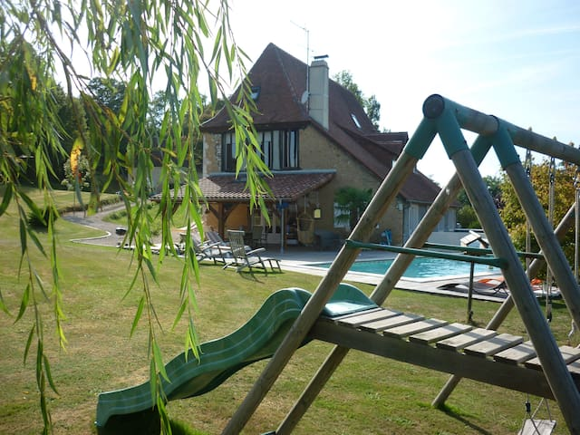 Villa campagne béarnaise avec Piscine et Spa - Castillon(Canton d'Arthez-de-Béarn) - Huvila