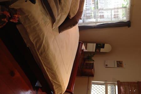 Bright & Airy Room Inner City! - Milton