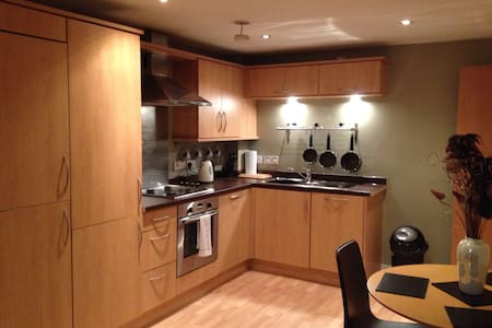 City Centre, 2 bed apt with parking