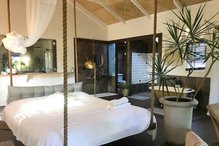 THE LOTUS GARDEN-The Mauna / LOFT with KING BED