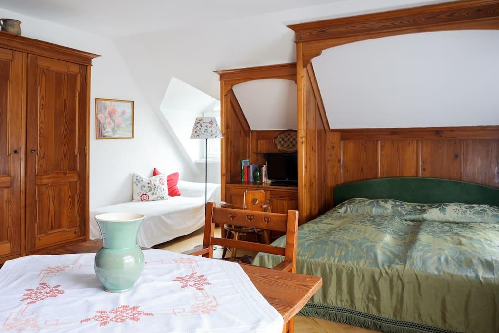 2 Schlafzimmer mmit 3 Doppelbetten bieten ausreichend Platz  für 6 Personen Doppelbetten