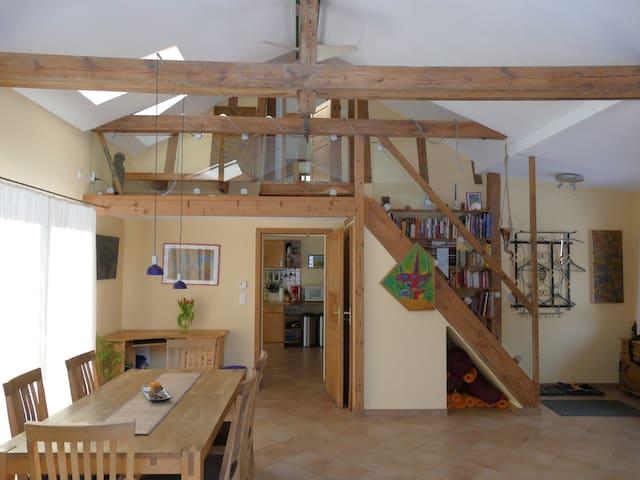 Vom Wohnraum zur Küche