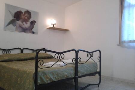 Abbraccio Appartamento - La Massimina-casal Lumbroso - Huoneisto